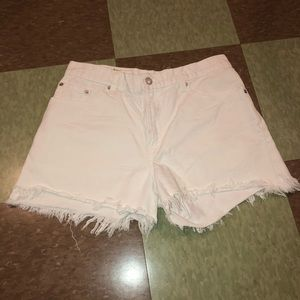 Vtg Levi's USA white cut off frayed denim shorts 6